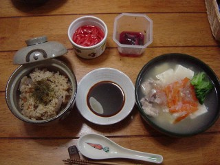 炊き込みご飯と湯豆腐